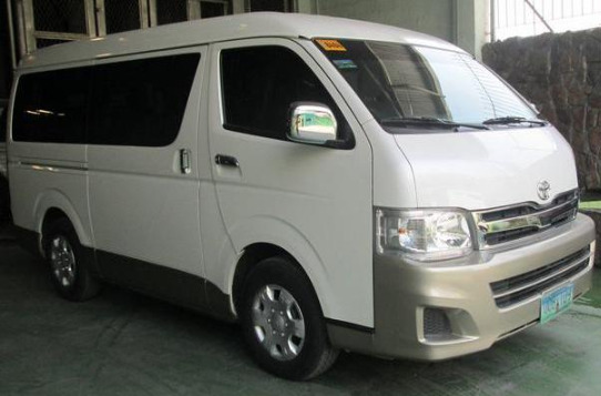 hyundai starex for rent image 2
