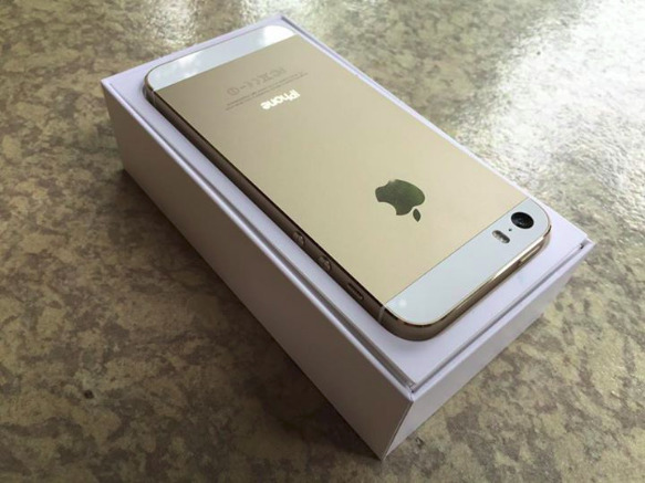 Complete iphone 5s Gold factory unlocked photo