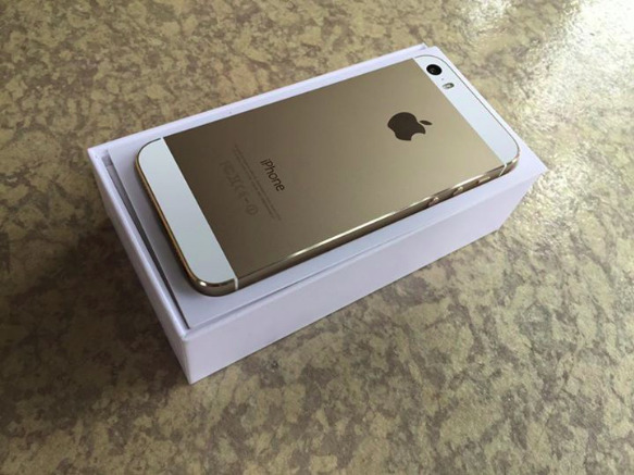 Complete iphone 5s Gold factory unlocked image 2