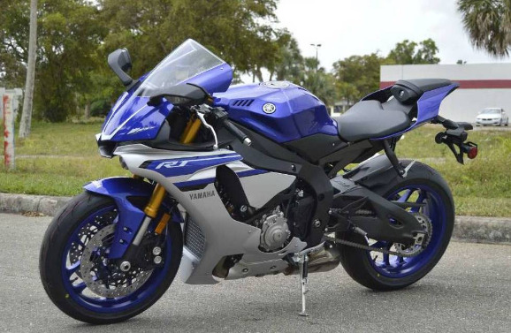 2016 Yamaha YZF-R1 photo