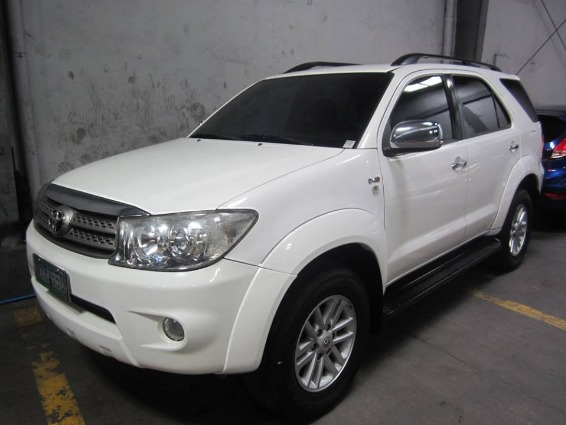 Toyota Fortuner 2009 G DIESEL AT - 798T image 1