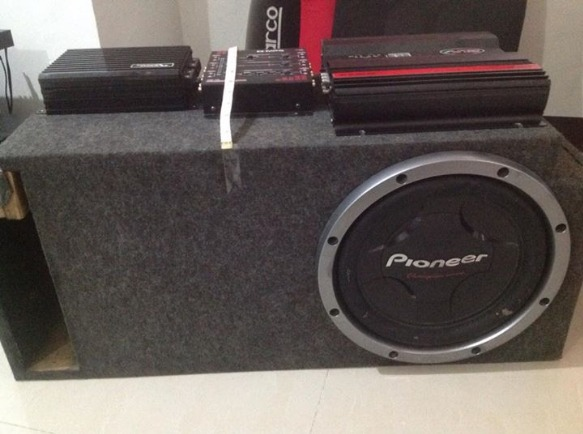 Pioneer subs & sound magus ampli etc photo