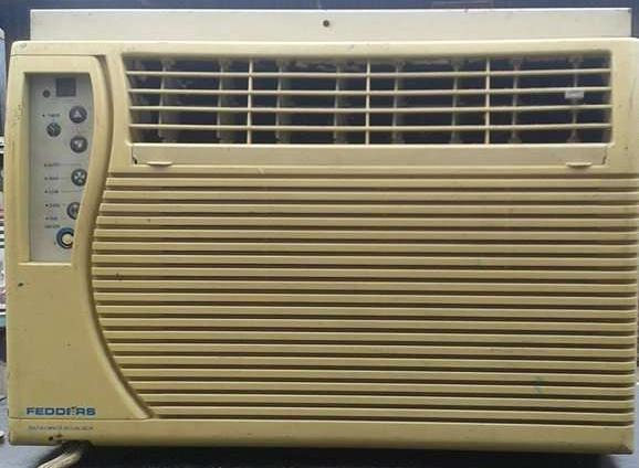 Fedders window type aircon 1/2hp image 2