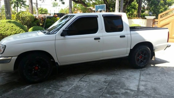 nissan frontier 2001 photo