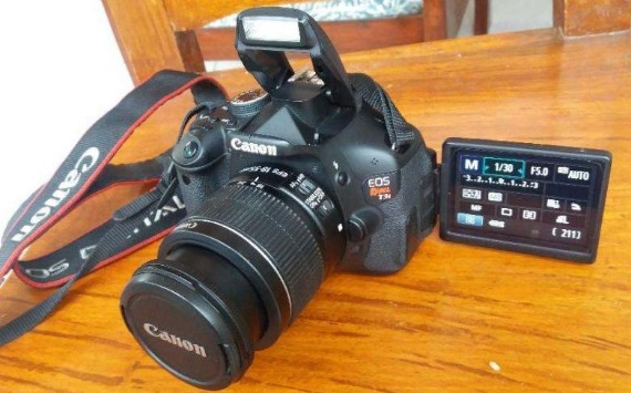 600D Canon EOS T3i DSLR Flip LCD photo