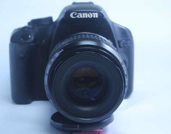 Canon 500d dslr with 80-200mm USM lens photo