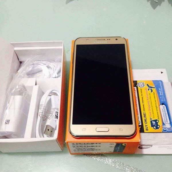 Samsung Galaxy J7 2015 photo