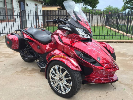 2013 CAN-AM in like new condition.;CONTACT ME ON .WHATSAPP VIA : +447447243805 photo