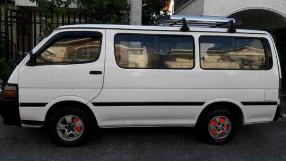 Toyota hiace commuter van local image 2
