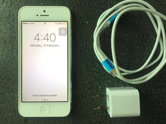 iPhone 5 (16gb) FACTORY UNLOCKED photo