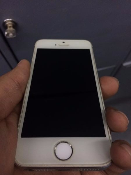iPhone 5s Factory Unlocked photo
