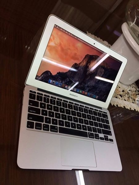 Macbook Air (11-inch, Mid 2011) Core i5 photo