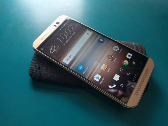 HTC One M9 Gold 32gb photo