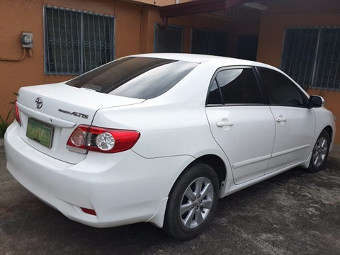 Toyota Altis For sale 2013 model white color, and first owner image 3
