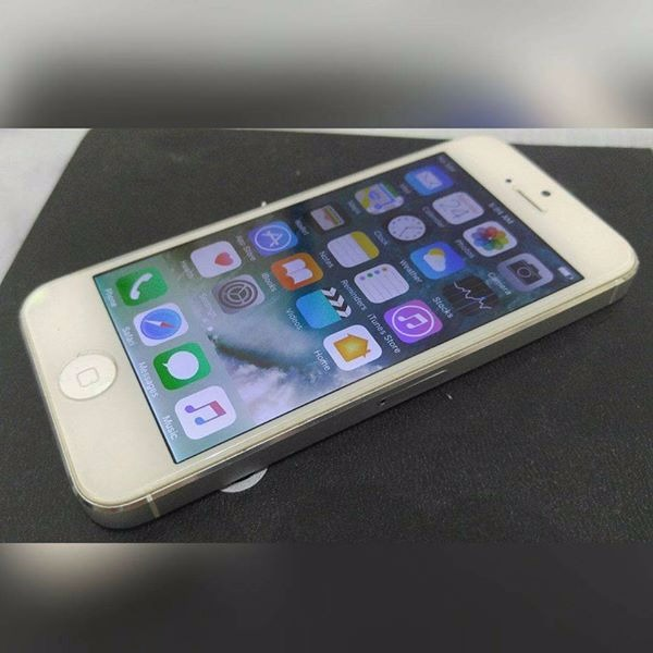 iPhone 5 16gb 4G LTE Silver  Factory Unlocked photo