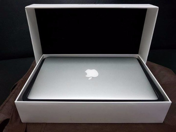Macbook Air 11.6inch (Model 2015) Good as Brandnew photo