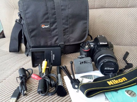 Nikon D5200 w/ Kitlens, Mini tripod, complete Accessories & Lowepro Bag photo