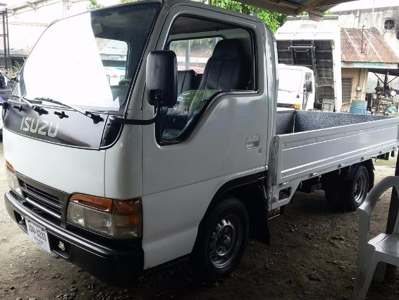 Isuzu Elf photo
