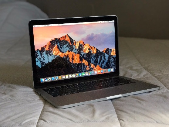 Apple MacBook Pro i5 photo