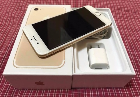 iPhone 7 Champagne Gold 32gb Factory Unlock photo