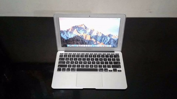 Macbook air 11. inches Mid 2012 Model Core i5 1.7ghz processor photo
