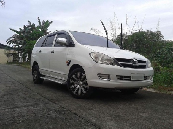 Toyota Innova D4D DIESEL Super FRESH! photo