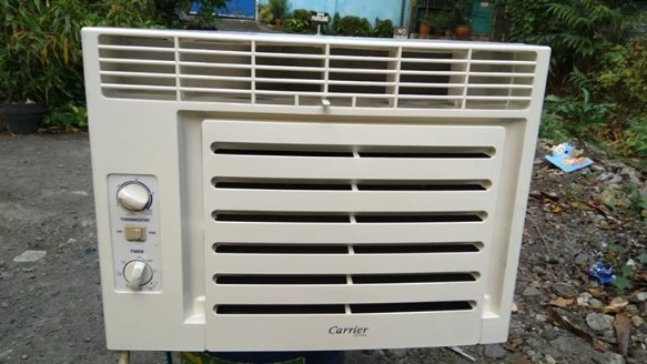 Aircon carrier .75hp with timer and fan plug photo