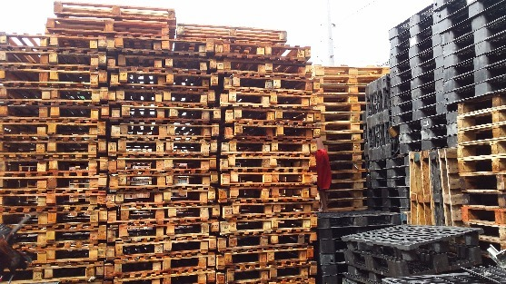 For sale wooden pallets image 3