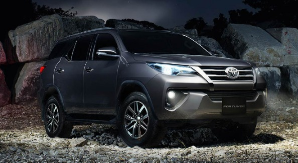 Always Decline? Sure Approved with GC Sure Autoloan  Toyota Fortuner 2.7 Gas 4x2 AT image 4