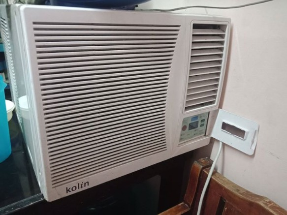 Kolin Window type 0.8hp Remote Aircon photo