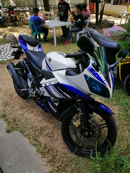 YAMAHA R15 photo