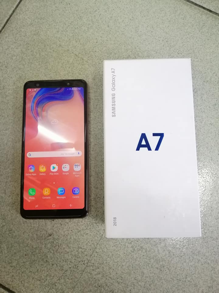 Samsung A7 2018 photo