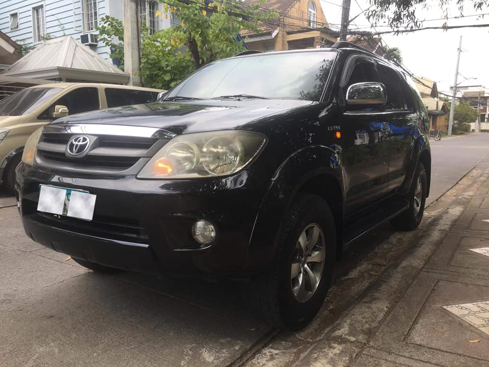 Toyota Fortuner G 2005 model photo