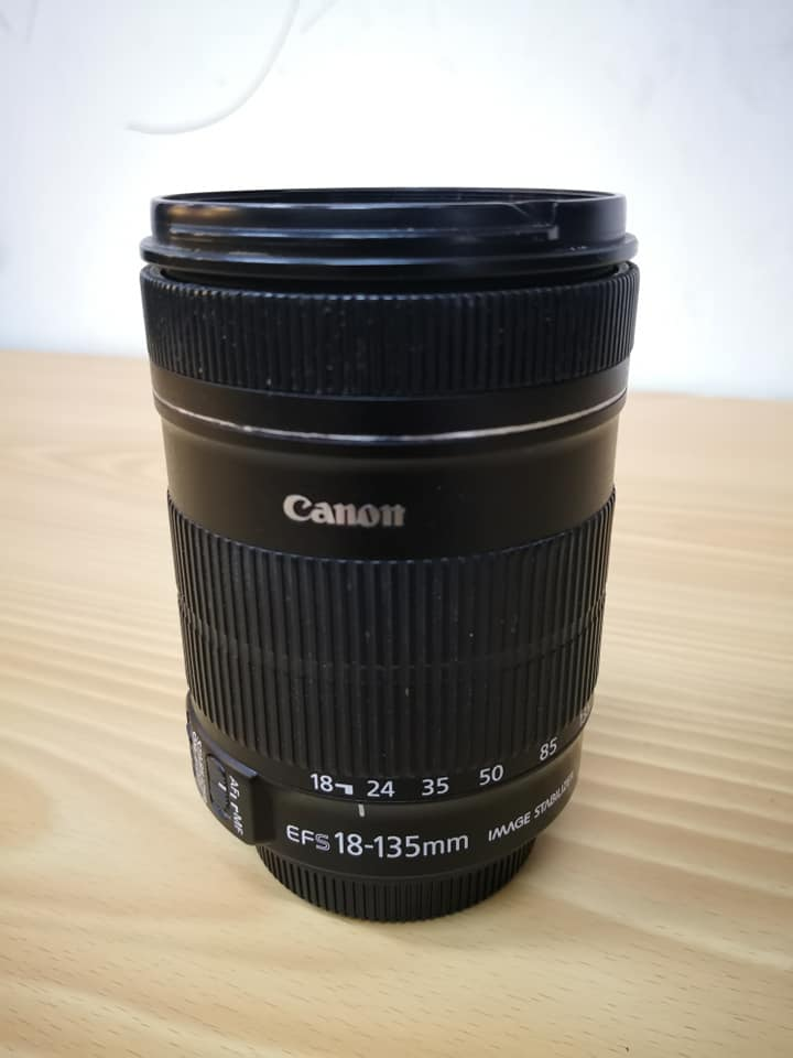 Canon 18-135mm IS zoomlens photo