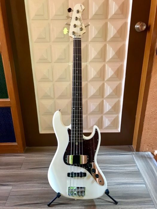 Bacchus WL 534 Bass Guitar photo