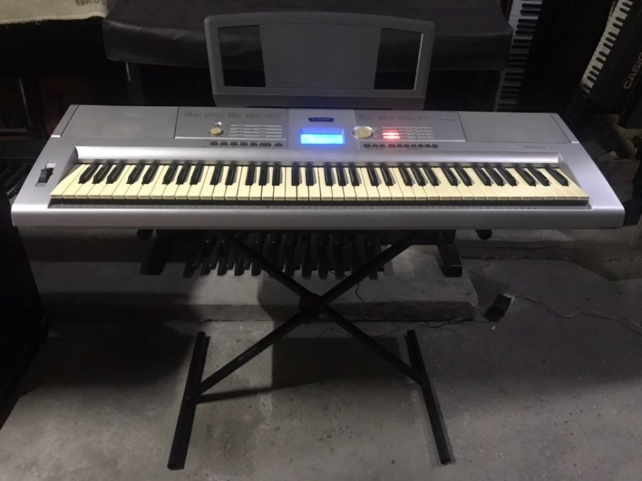 Yamaha DGX205 Portable Grand photo