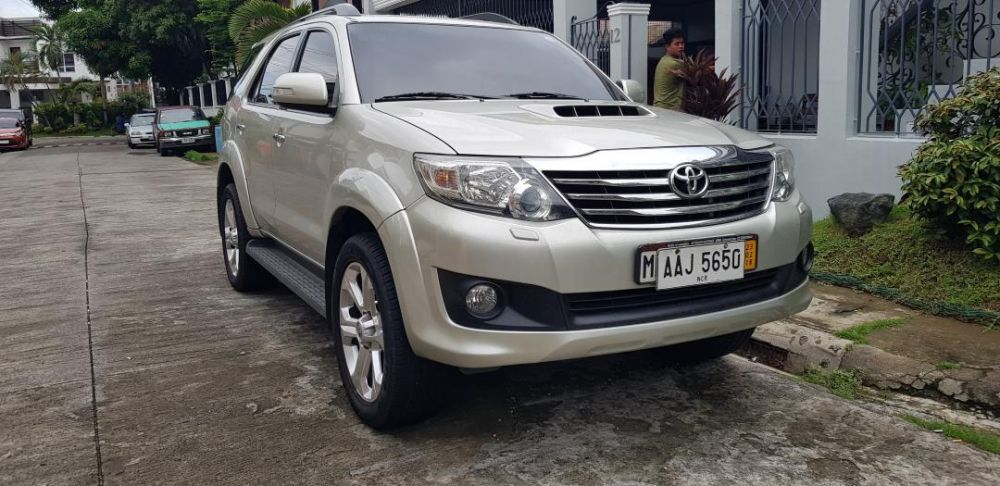 2014 toyota fortuner 2.5V photo