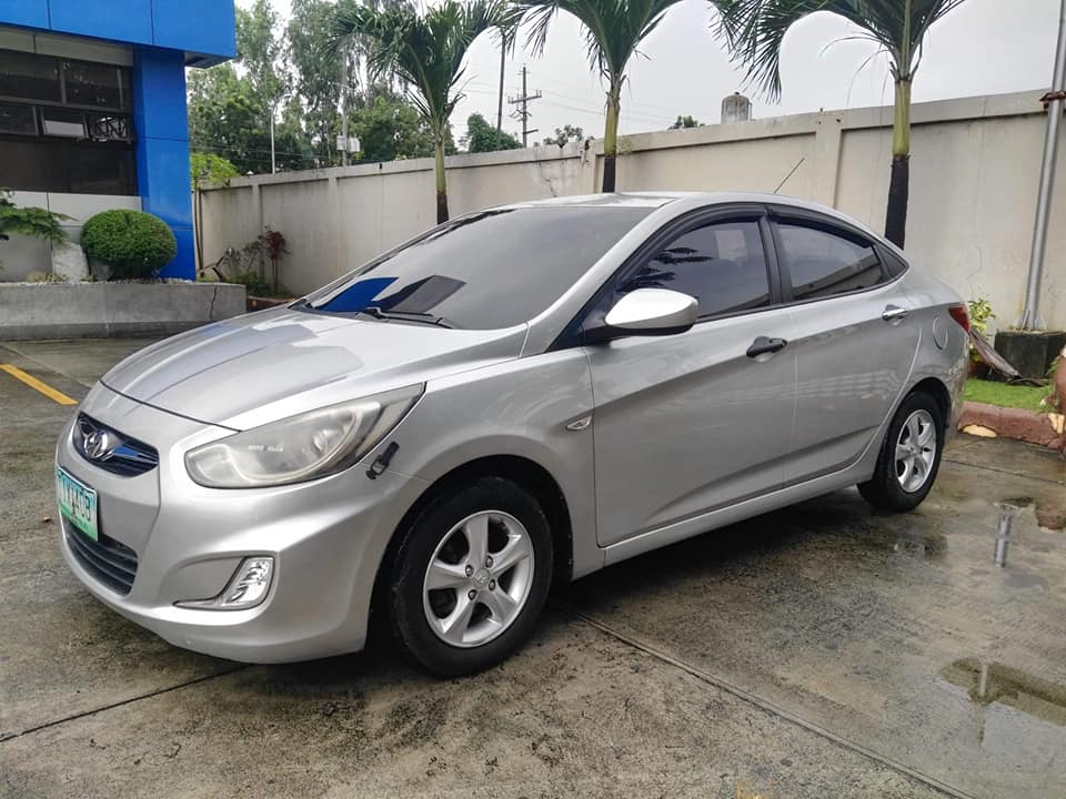 Hyundai accent 2012 photo