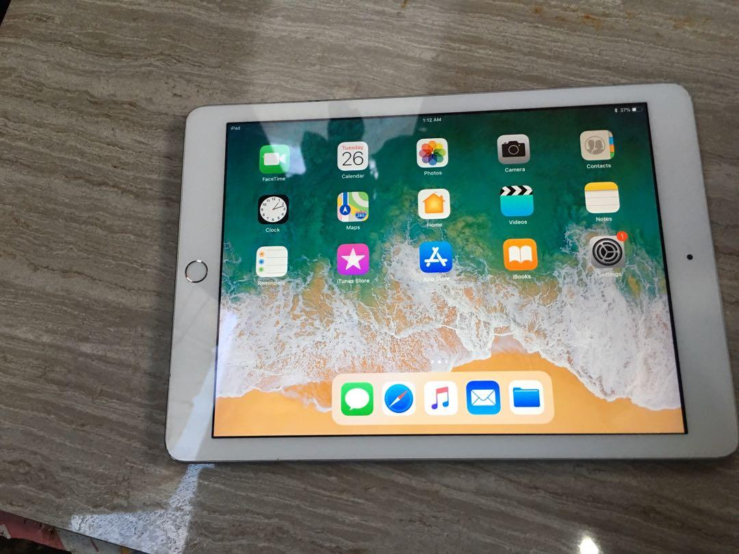 iPad 5th Gen 32GB (Wifi) photo