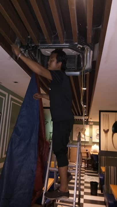 AIRCON, EXHAUST AND CHILLER CLEANING AND REPAIR SERVICES photo