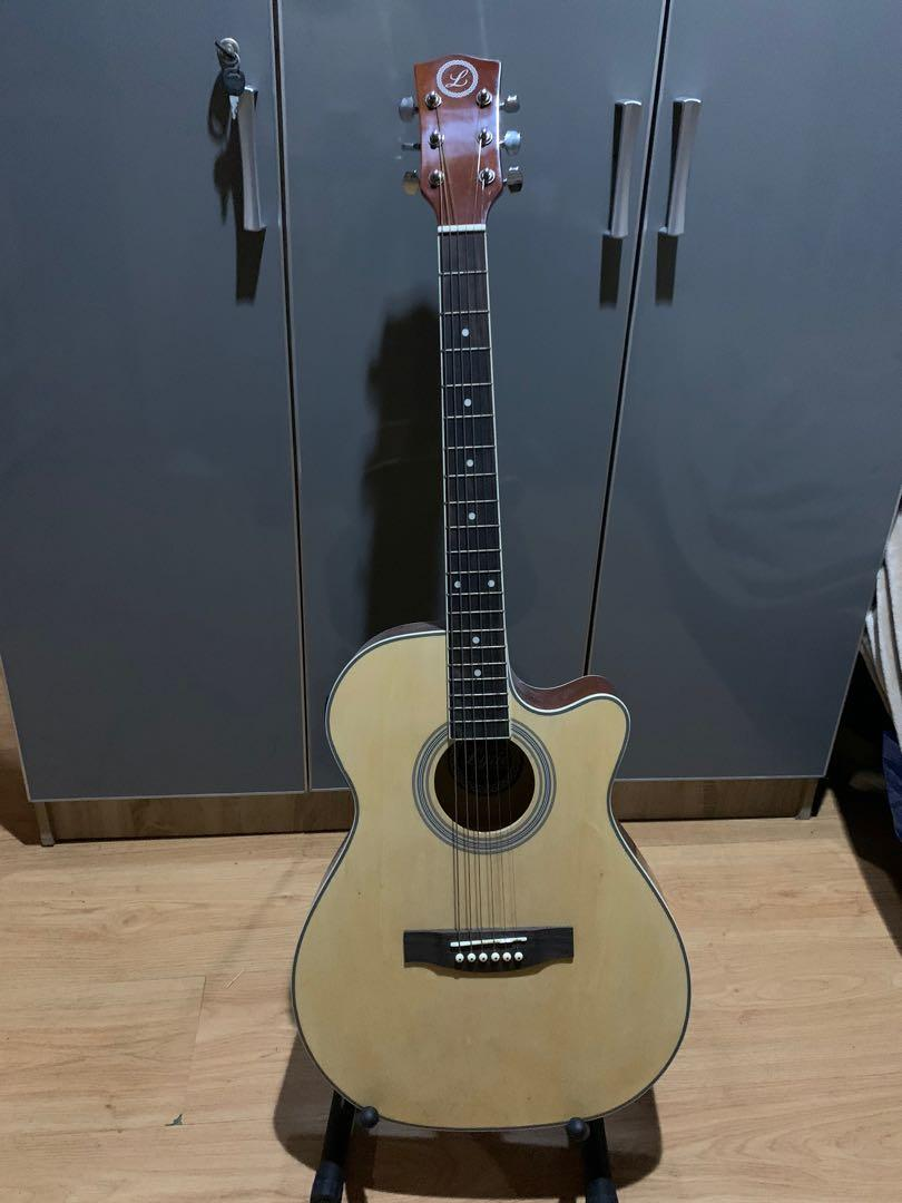 BJ40 Lyric Acoustic Guitar photo