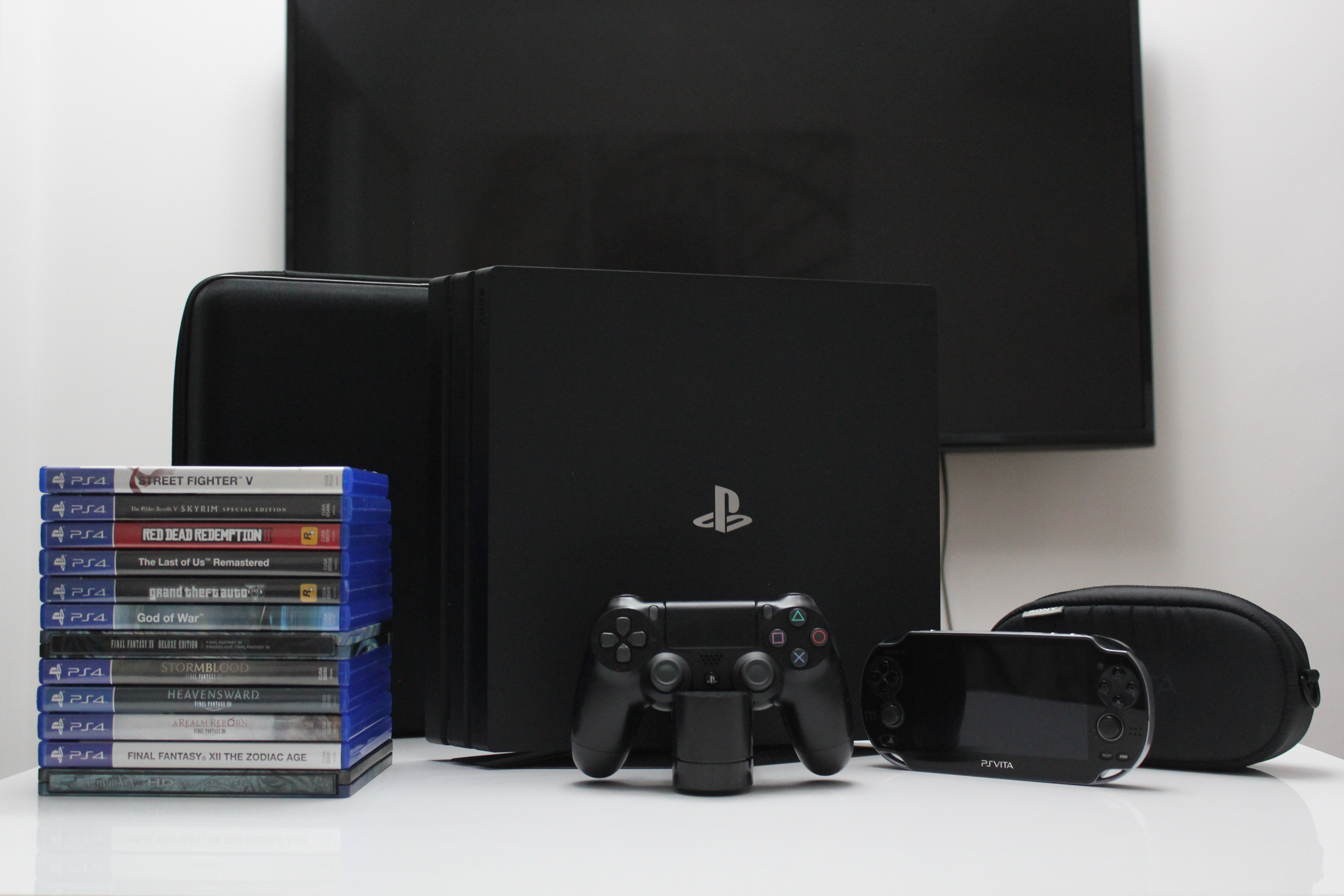 PS4 Pro 1 TB / PS Vita / PS4 games / accessories photo
