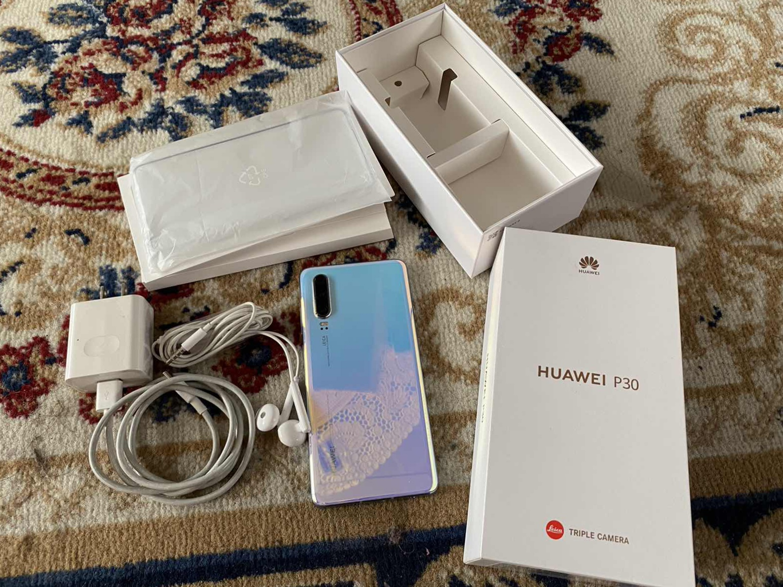 Selling Huawei P30 photo