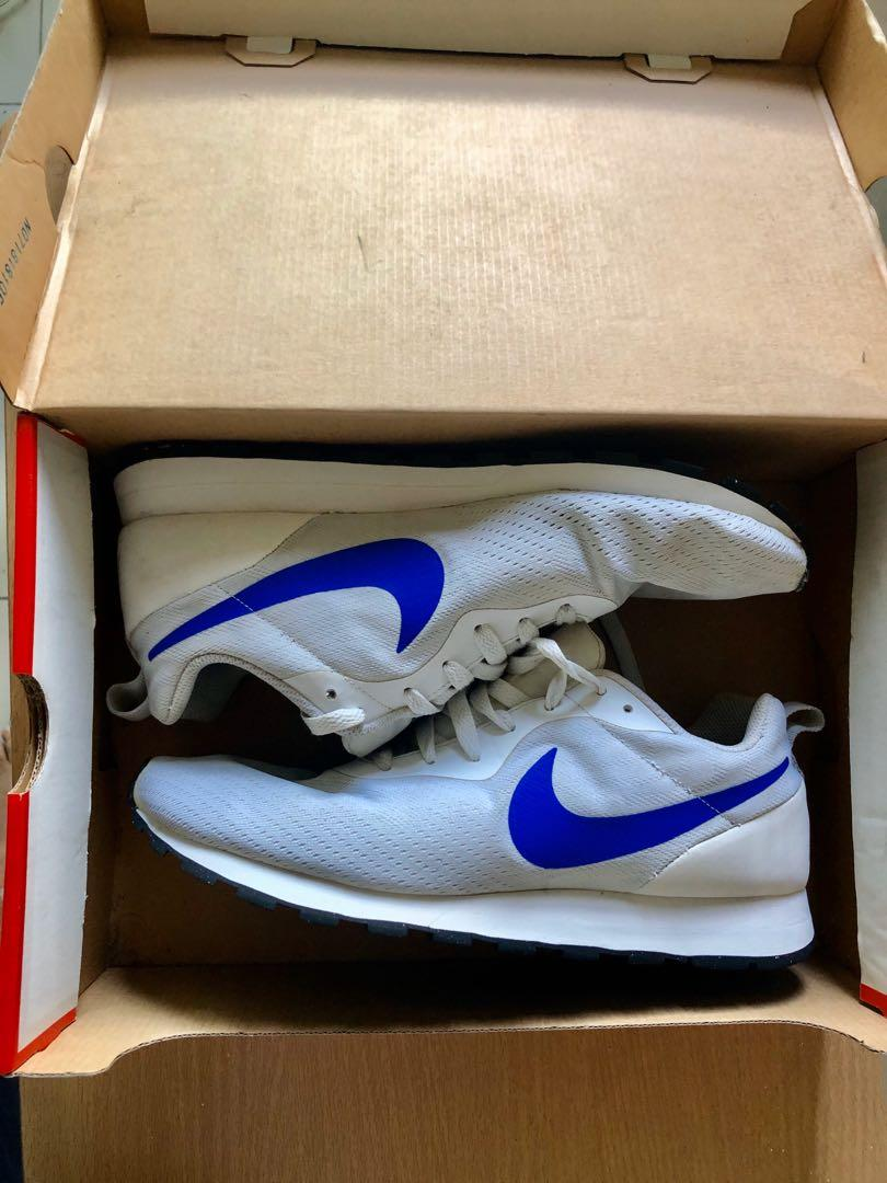 Nike White MD Runner 2 Eng Mesh US 10 photo