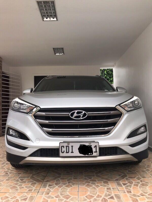 Hyundai Tucson Top of the line 2.0 GLS CRDi Diesel Auto photo