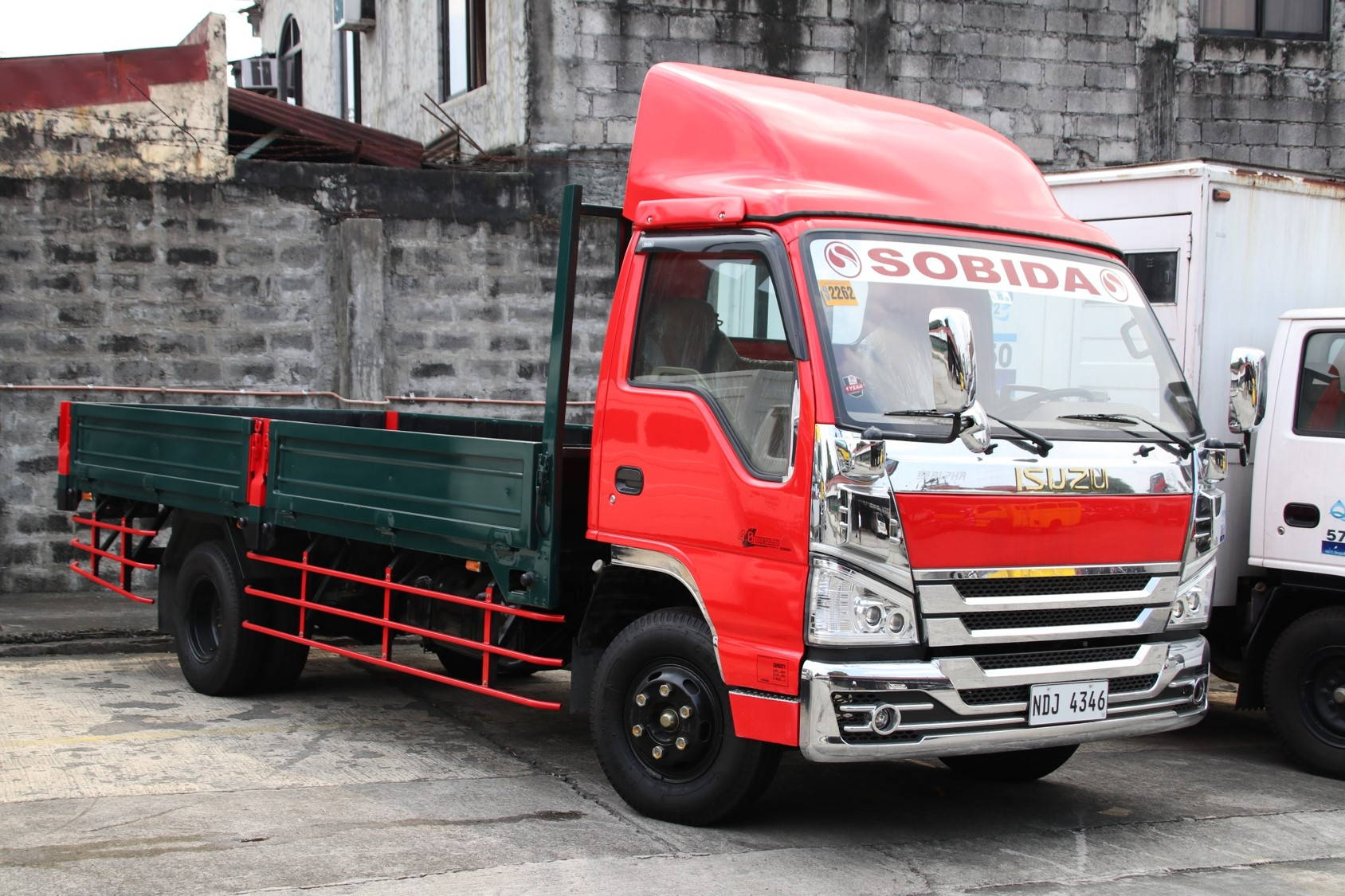 Sobida Isuzu NPR dropside 16footer 6wheeler truck photo