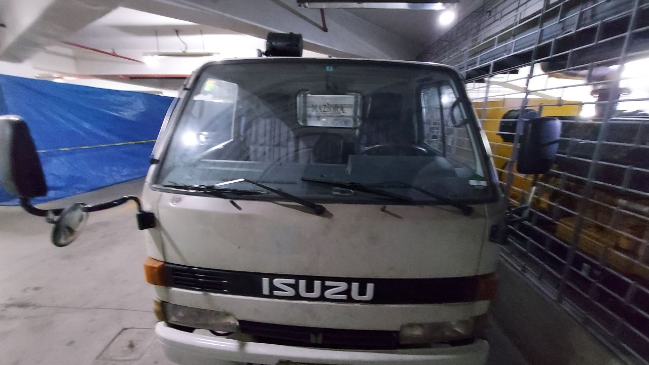 Isuzu Elf M/T 1984 photo