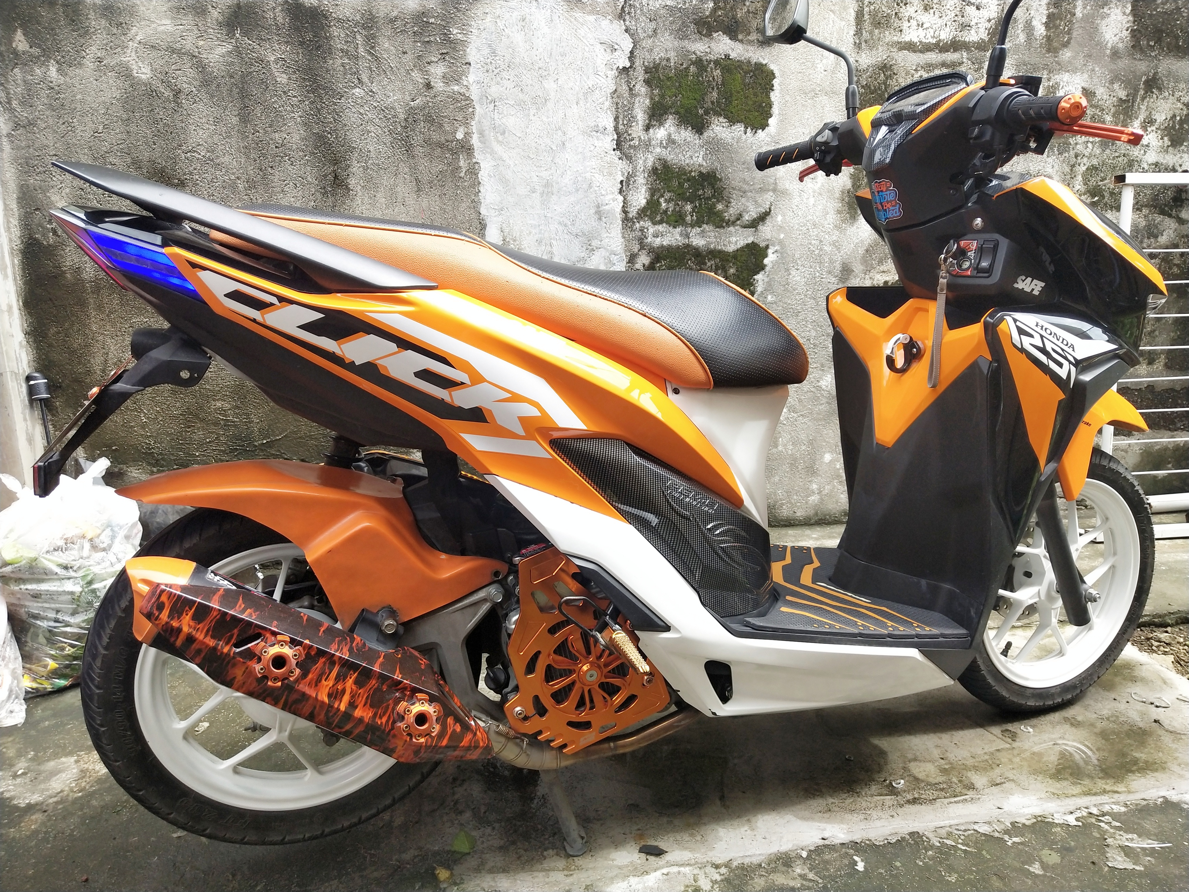 Honda Click 125i V2 2019 (w/OR CR & 2 original keys 6,600 odo) photo