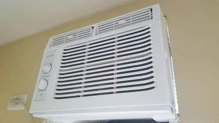 Sharp aircon 0.5HP photo